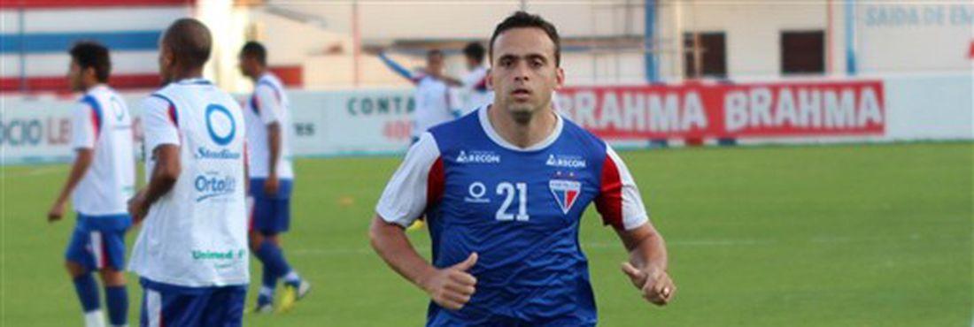Boiadeiro assina contrato com Fortaleza