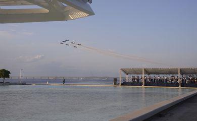 Força Aérea Brasileira (FAB) realiza concerto em homenagem ao Dia do Aviador e Dia da FAB no Museu do Amanhã.