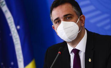 O presidente do Senado, Rodrigo Pacheco, durante entrevista coletiva após reunião do Comitê Nacional de Enfrentamento à Pandemia de Covid-19.