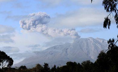 Vulcão Calbuco no Chile entra em erupção