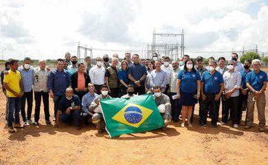 (Boa Vista - RR, 29/09/2021) Presidente da República Jair Bolsonaro, posa para foto com colaboradores da Linha de Transmissão Manus-Boa Vista (Linhão), da UTE Jaguatirica II e do Programa Alimenta Brasil. Foto: Alan Santos/PR