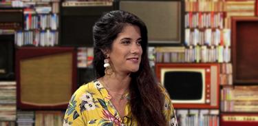 Bia Aparecida  apresenta o programa Acervo Musical