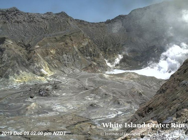 2019-12-09t000000z_1747902903_rc2grd9f0tfi_rtrmadp_3_newzealand-volcano
