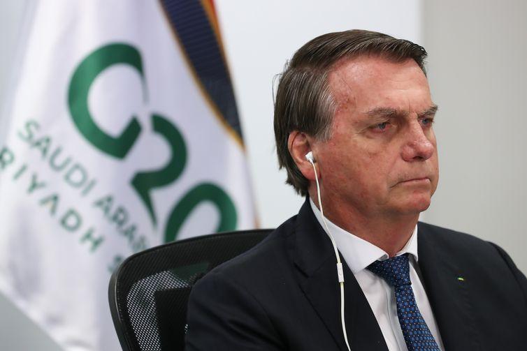 O presidente da República, Jair Bolsonaro, participa da reunião da Cúpula de Líderes do G20 em formato virtual no palácio do Planalto