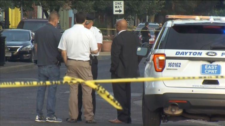 Dez pessoas, incluindo um suspeito, foram mortas no domingo (04 de agosto) em um tiroteio em Dayton, Ohio, e pelo menos outras 16 foram levadas para hospitais com ferimentos, segundo a polícia.
