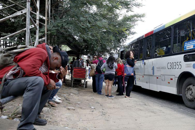 Greve paralisa ao menos cinco empresas de ônibus no Rio