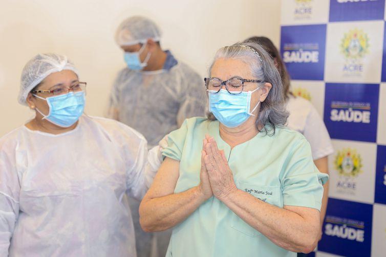 A enfermeira Maria José Monteiro, de 66 anos, foi a primeira imunizada contra covid-19 no Acre