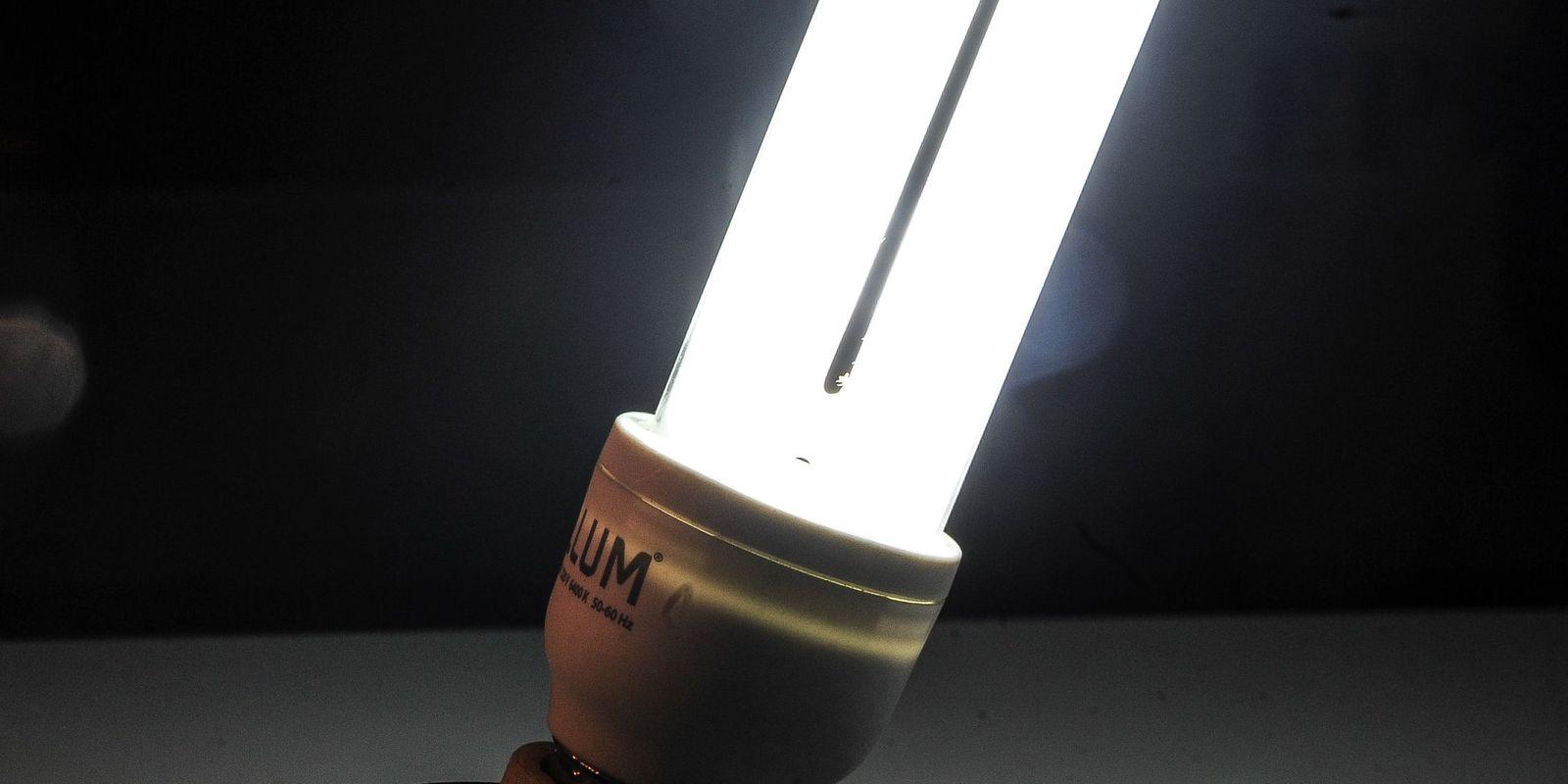 Lâmpadas fluorescentes (Marcello Casal Jr/Agência Brasil)