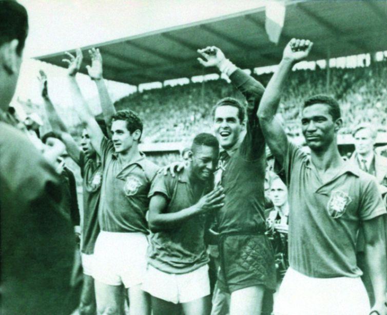 Pelé proporcionou ao Brasil o primeiro título de campeão mundial de futebol