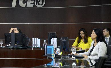 Rio de Janeiro - Sessão plenária do Tribunal de Contas do Estado do Rio de Janeiro presidida pela conselheira Mariana Montebelo. Ela é a única conselheira em exercício no tribunal que não foi alvo da Operação Quinto do Ouro(Tânia Rêgo