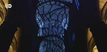 Camarote 21 apresenta show de luz em catedral gótica