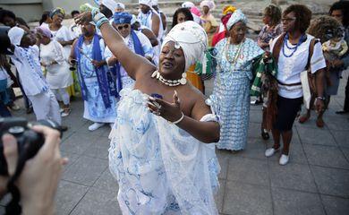 Rio de Janeiro - Afoxé Filhos de Gandhi cantam na celebração que comemora o reconhecimento do Cais do Valongo como Patrimônio da Humanidade pela Unesco (Fernando Frazão/Agência Brasil)