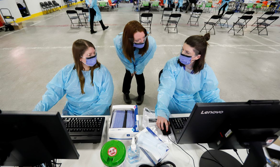 Medical staff members prepare to receive patients for coronavirus screening at a temporary assessment center at the Brewer hockey arena in Ottawa