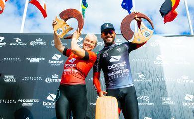 Filipe Toledo e Tatiana Wston-Webb no pódio na Austrália