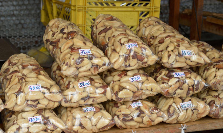 Belém - Cartão-postal da cidade, o mercado Ver-o-Peso oferece os mais variados sabores e aromas do Pará. A imensa feira livre às margens da baía do Guajará reúne centenas de barracas(Wilson Dias/Agência Brasil)