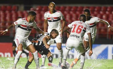 São Paulo goleia Santos pelo Paulista