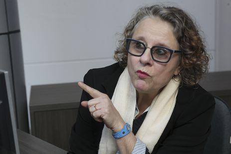 """""""Aqui a gente fica de olho. Se vemos algo suspeito, um carro suspeito, ligamos para a polícia"""", diz a recepcionista Maria Clarinda Venturelli Gonzaga dos Santos, moradora de Jaraguá do Sul"""