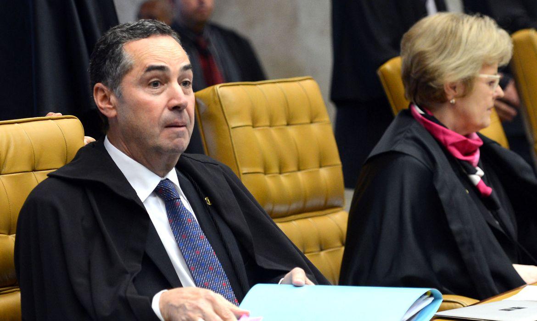 Brasília - Ministro Luís Roberto Barroso relata  recurso do presidente da Câmara, Eduardo Cunha, contra rito de impeachment da presidenta Dilma Rousseff, em sessão do STF para julgamento do processo (Antonio Cruz/Agência Brasil)