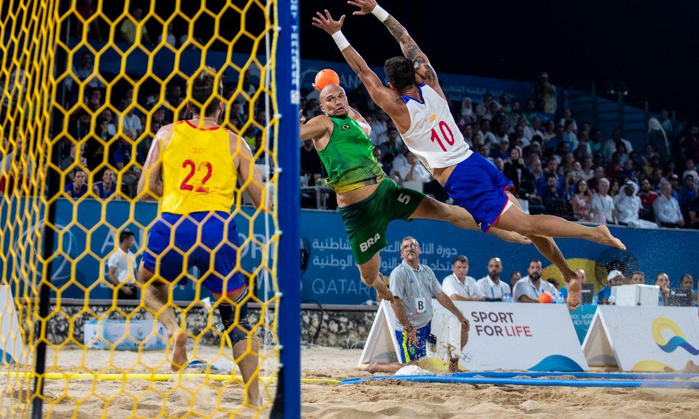 16.10.2019 - Jogos Mundiais de Praia - Doha 2019 - Katara Beach-  Seleção masculina de handebol de praia durante a dispura da medalha de ouro contra a Espanha. Foto: Miriam Jeske/COB