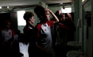 Jogadoras do Taboão da Serra no vestiário após derrota de 16 x 0 pelo Campeonato Paulista