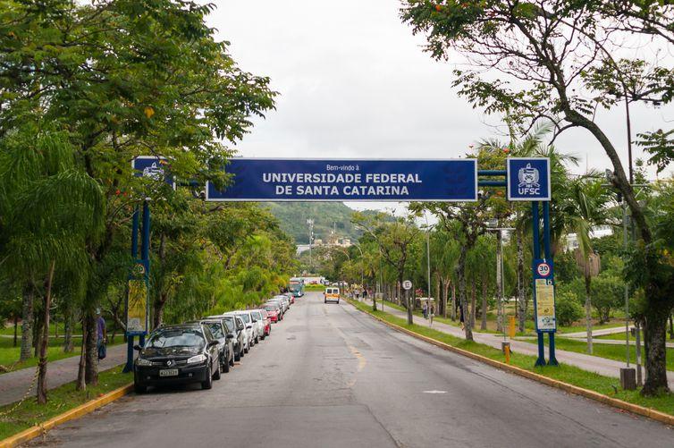 Entrada da Universidade Federal de Santa Catarina  (UFSC)