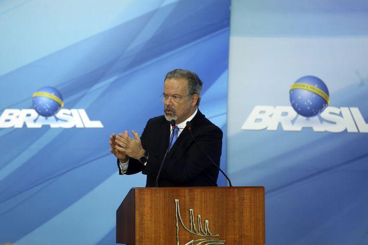 O ministro da Segurança Pública, Raul Jungmann, discursa na cerimônia de sanção da lei que cria o Sistema Único de Segurança (SUSP), no Palácio do Planalto.
