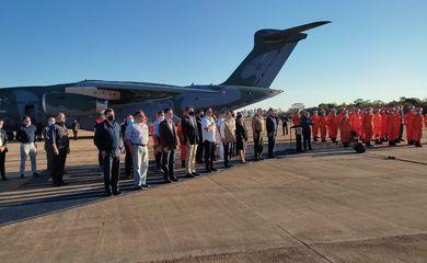 O presidente da República, Jair Bolsonaro, acompanha na Base Aérea de Brasília, o embarque de passageiros e de material para Missão no Haiti.