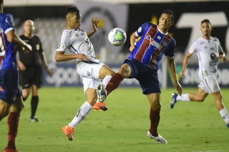 Santos venceu o Bahia em partida com primeiro tempo agitado