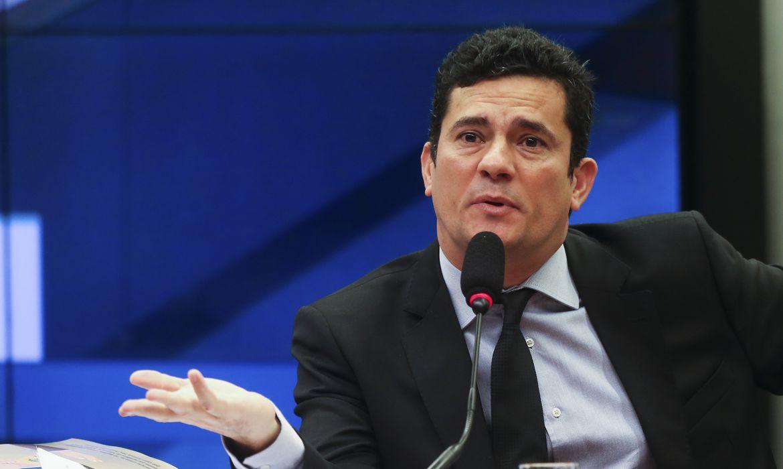 Brasília - O juiz federal Sérgio Moro, responsável pela Operação Lava Jato na primeira instância da Justiça Federal do Paraná, defendeu hoje (4), na Câmara, a revisão das penas mínimas aplicadas em casos de corrupção (José Cruz/Agência