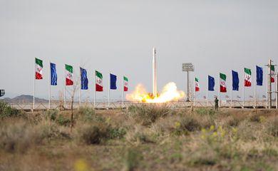 Satélite militar é lançado no Irã