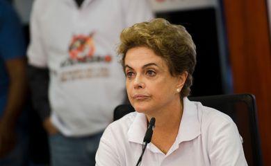 Brasília - A Presidenta Dilma Rousseff acompanha o Dia de Mobilização Nacional contra o Mosquito Aedes aegypti na sala de controle do Centro Nacional de Gerenciamento de Riscos e Desastres (Marcelo Camargo/Agência Brasil)