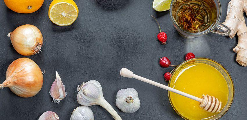 Limão, chá verde, alho, gengibre e mel estão entre alimentos que ajudam a imunidade