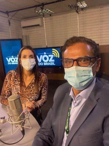 Os apresentadores de A Voz do Brasil.