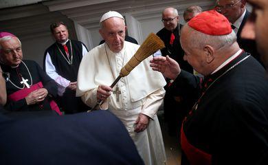 O papa Francisco durante um encontro com os bispos polacos na Catedral Wawel, em Cracóvia (Agência Lusa/Direitos Reservados)