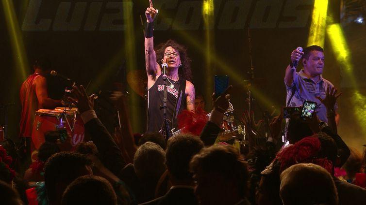 Luiz Caldas canta seus maiores sucessos do axé music na TV Brasil