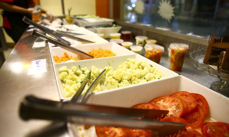 Comida servida em restaurante em Brasília.