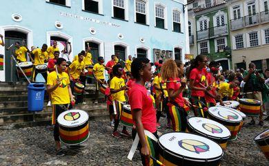 O Olodum participou da recepção da Tocha Olímpica no Pelourinho