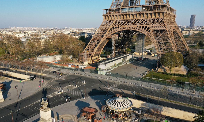 Vista aérea da torre Eiffel, em Paris