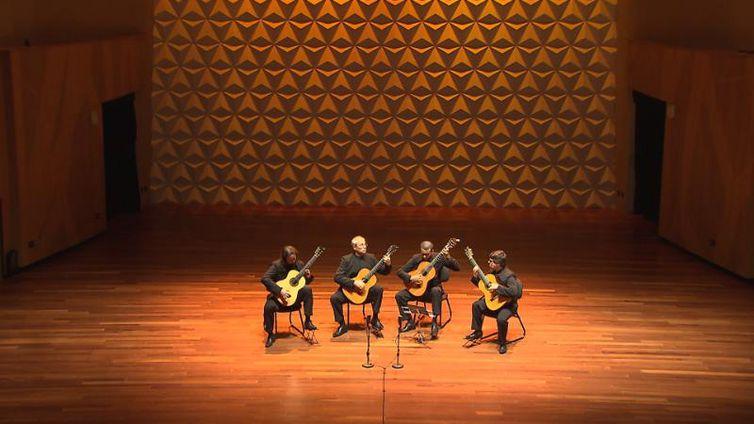 Quaternaglia Guitar Quartet se apresenta na Sala Cecília Meireles