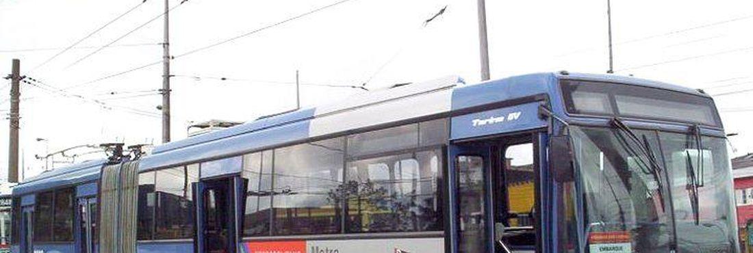 Violência paralisou por quatro horas e meia 17 linhas de ônibus em São Paulo.