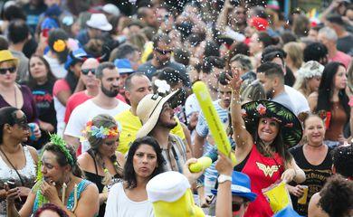 Brasília - Bloco de Carnaval Eduardo e Mônica agita foliões em Brasília (Valter Campanato/Agência Brasil)
