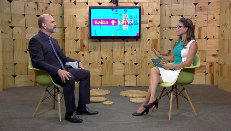 Diretor Renato Ferreira conversa com a jornalista Lílian Reis