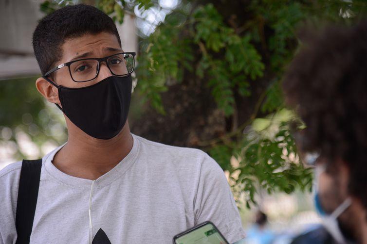 O estudante Rodrigo da Cunha Rodrigues fala sobre sua preparação para o segundo dia do Exame Nacional do Ensino Médio (Enem) 2020, na Universidade Estadual do Rio de Janeiro(UERJ).
