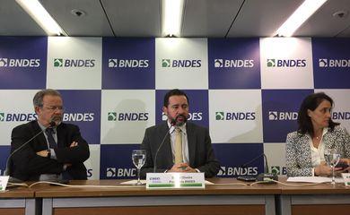 O presidente do BNDES, Dyogo Oliveira, e o ministro da Segurança Pública, Raul Jungmann, assinam acordo de cooperação técnica para realização de ações conjuntas entre as duas instituições.