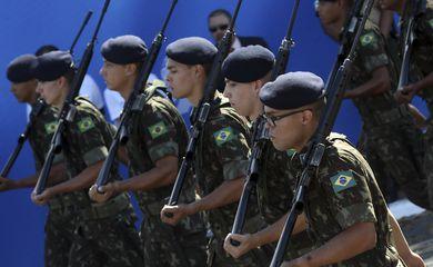 Brasília - Desfile militar durante as comemorações de 7 de Setembro, em Brasília (Antonio Cruz/Agência Brasil)