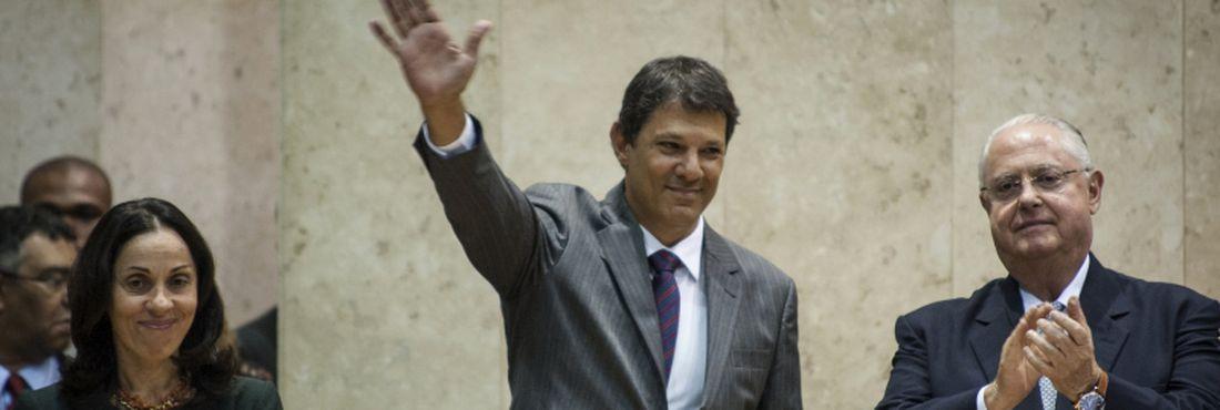 Fernando Haddad (PT) tomou posse como prefeito de São Paulo. A cerimônia ocorreu na Câmara Municipal, onde foram empossados também a vice-prefeita Nádia Campeão e 52 dos 55 vereadores que foram eleitos em outubro passado.
