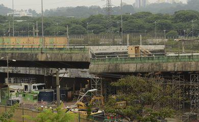 Viaduto que cedeu na pista expressa da Marginal Pinheiros na última quinta-feira (15), na altura do Parque Villa Lobos, zona oeste de São Paulo.