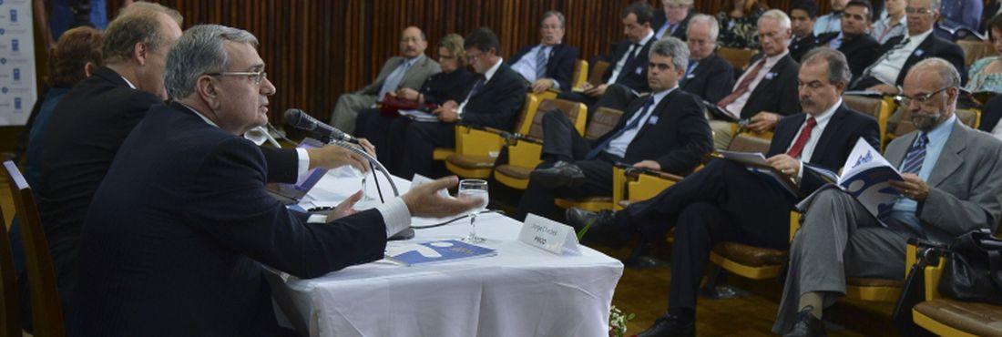 Na foto, o representante do PNUD no Brasil, Jorge Chediek, o presidente do Ipea e ministro interino da Secretaria de Assuntos Estratégicos, Marcelo Neri, e a presidente da Fundação João Pinheiro, Marilena Chaves