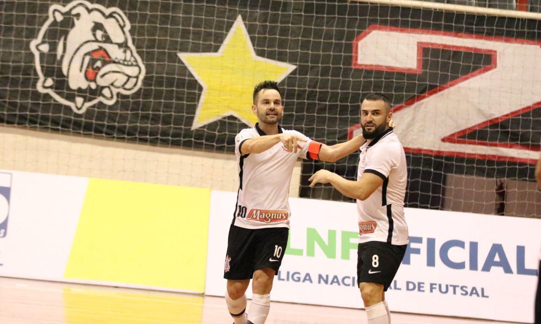 Corinthians bate Joinville e vai a final.