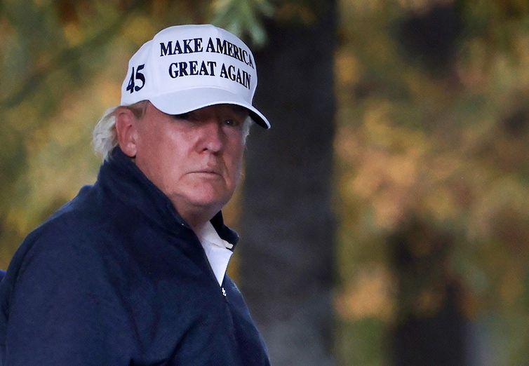 O presidente dos Estados Unidos, Donald Trump, retorna à Casa Branca depois que a mídia declarou o candidato democrata dos Estados Unidos à presidência, Joe Biden, como o vencedor das eleições presidenciais dos Estados Unidos de 2020, em
